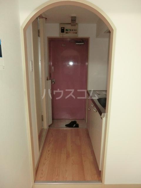 ドール滝子 102号室の玄関