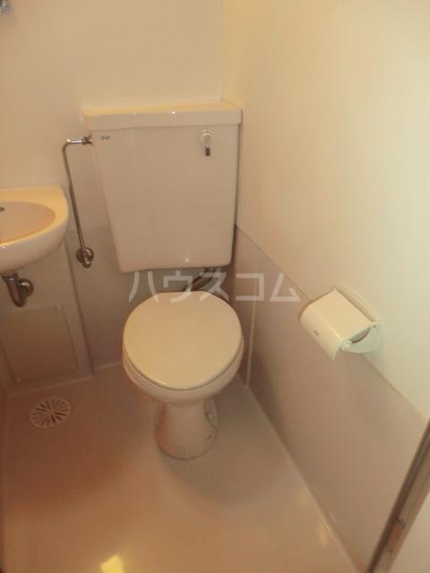 ドール滝子 102号室のトイレ