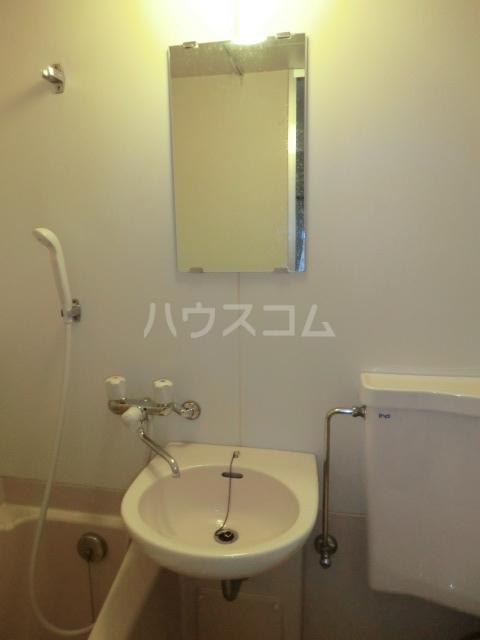 ドール滝子 102号室の洗面所