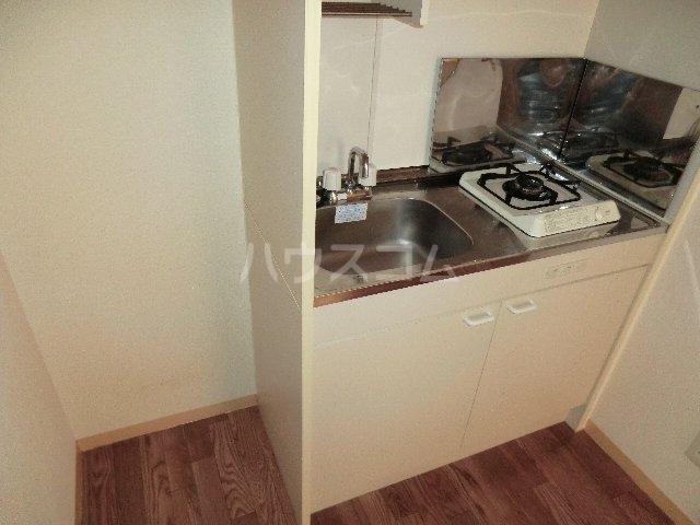 リバーサイド明大寺 401号室のキッチン