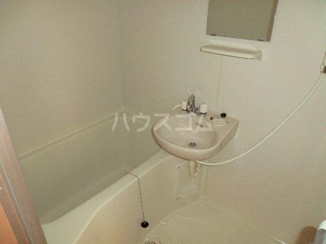 リバーサイド明大寺 401号室の洗面所
