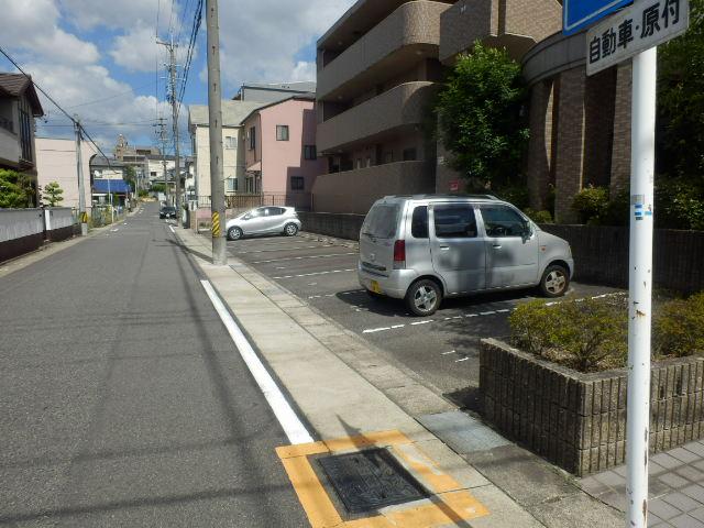 サンパークSHIMADA 203号室の駐車場