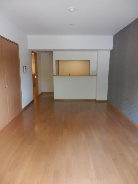 サンパークSHIMADA 203号室のリビング