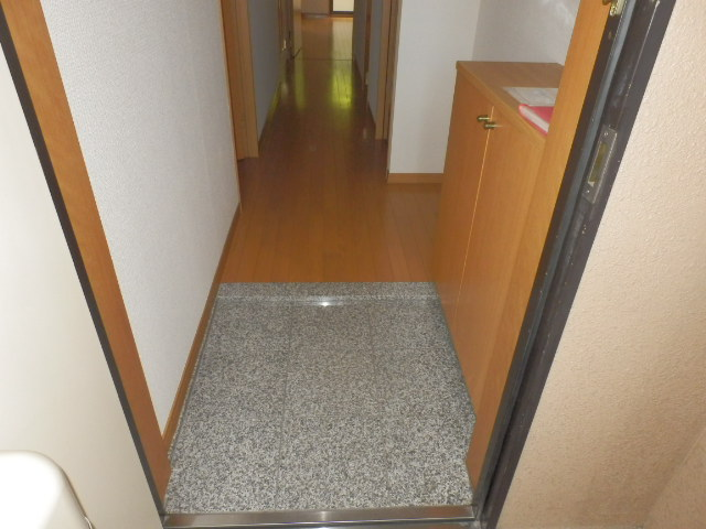 サンパークSHIMADA 203号室の玄関