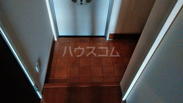 マ メゾン菊住W 305号室の玄関
