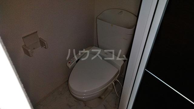 マ メゾン菊住W 305号室のトイレ
