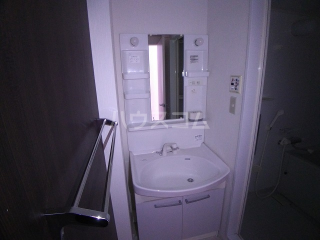 ラフィネ所沢 00502号室の洗面所