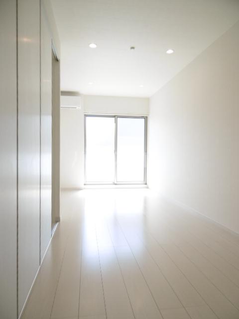 リブリ・二十世紀が丘 106号室のリビング