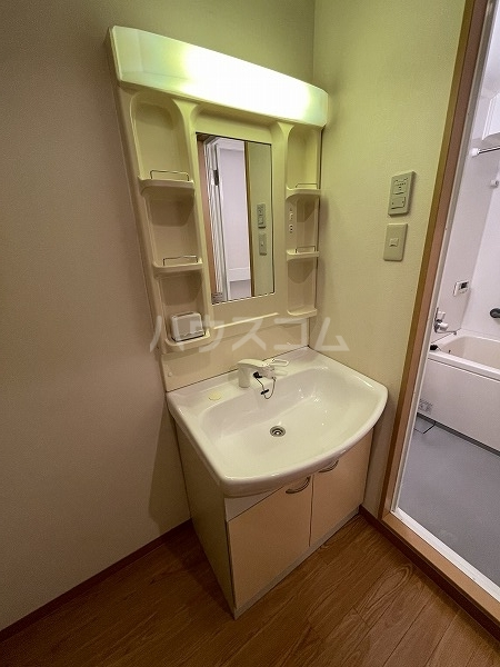 ウィング駅前ビル 303号室の洗面所