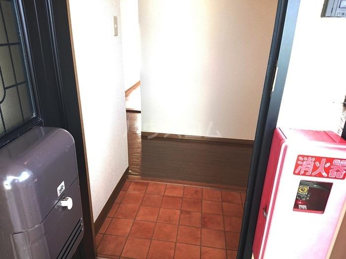 ソシアパートⅢ 203号室の玄関