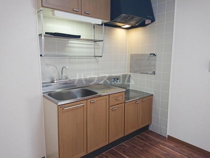 ソシアパートⅢ 203号室のキッチン
