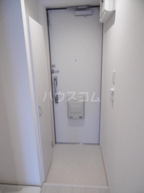 リブリ・ライトラージ 106号室の玄関