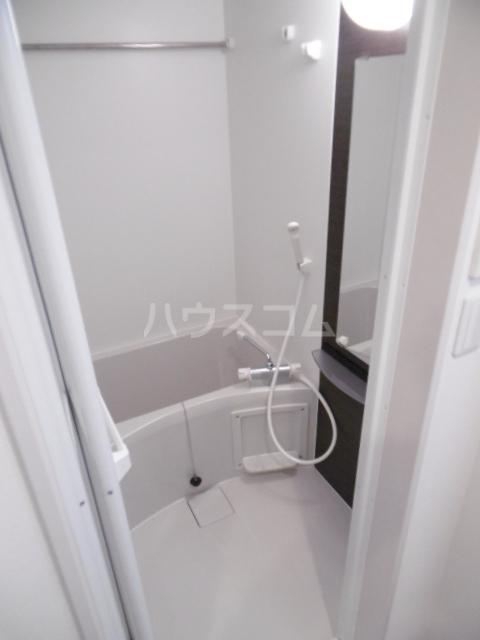 リブリ・ライトラージ 106号室の風呂