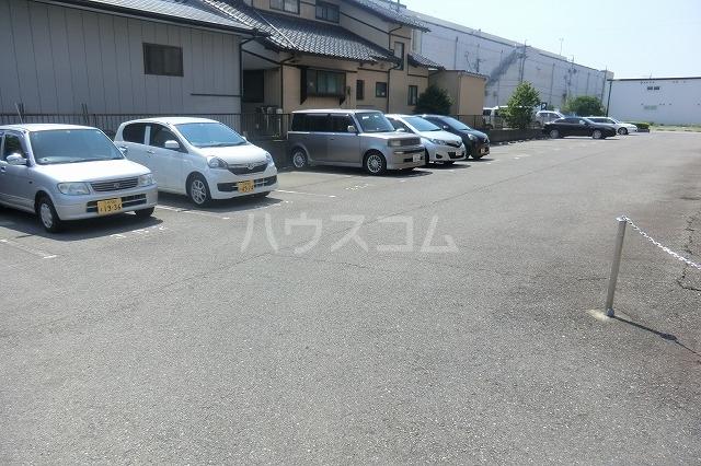 サイレントパレス矢曽根 102号室の駐車場