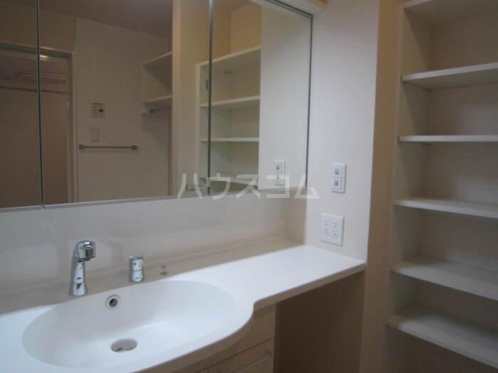 サンライフA棟 201号室のトイレ