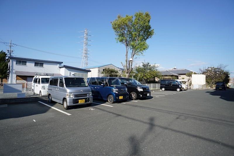 パルコート 301号室の駐車場