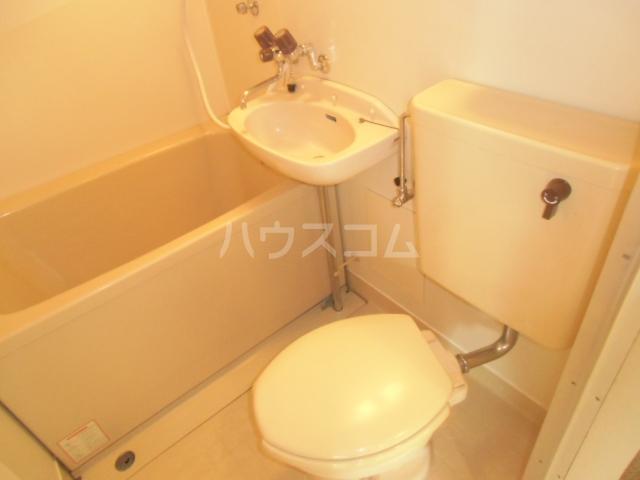 シャルム大堀 301号室のトイレ