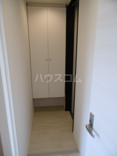 GRAND-SUITE IWASE 101号室の玄関