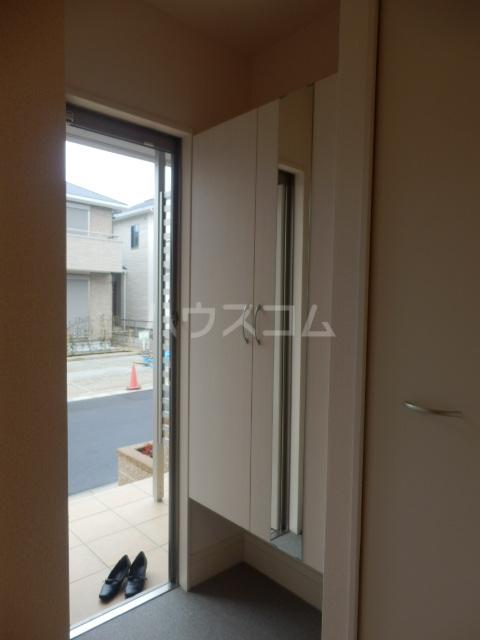 グレイス鶴が沢 A棟 202号室の玄関