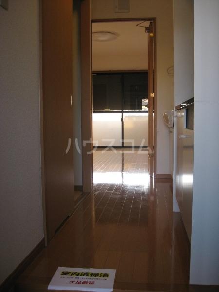 ブランシェ 平手南 102号室の玄関
