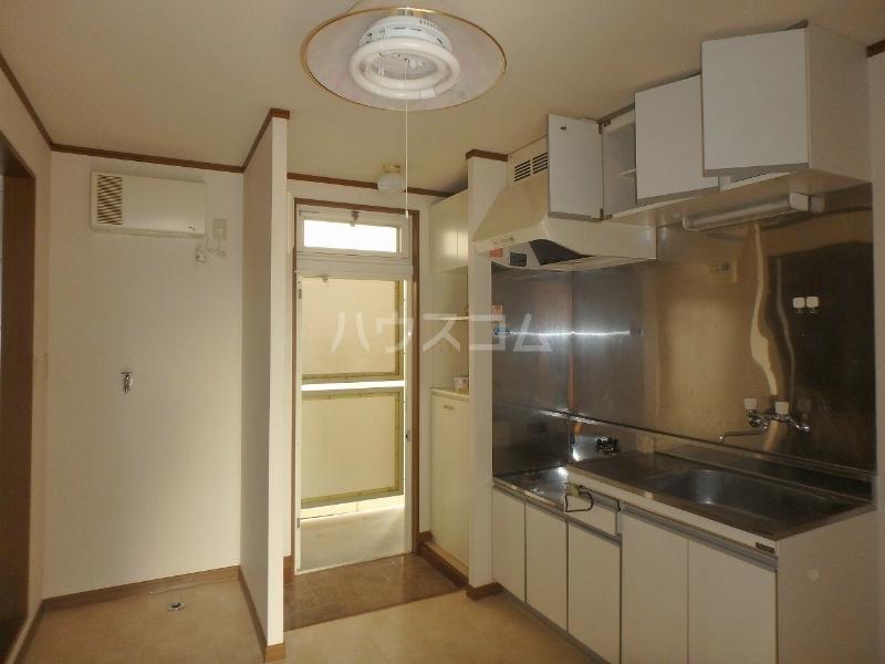 リバティヒル幸E 202号室のキッチン