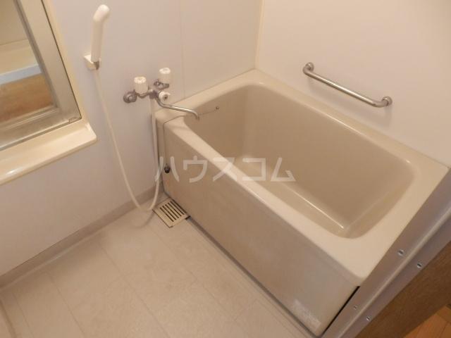 シャトー栗見坂Ⅱ 202号室の風呂