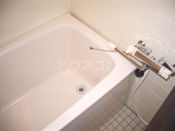 ヤカタハイツ 302号室の風呂
