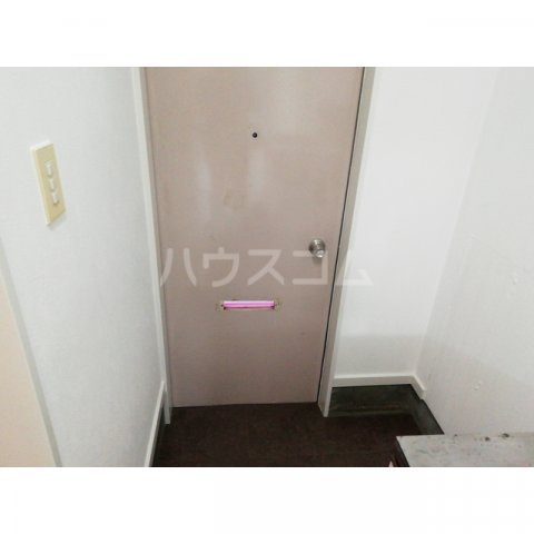アミティ小手指 00105号室の玄関