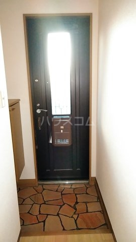 ディアハイツ 102号室の玄関