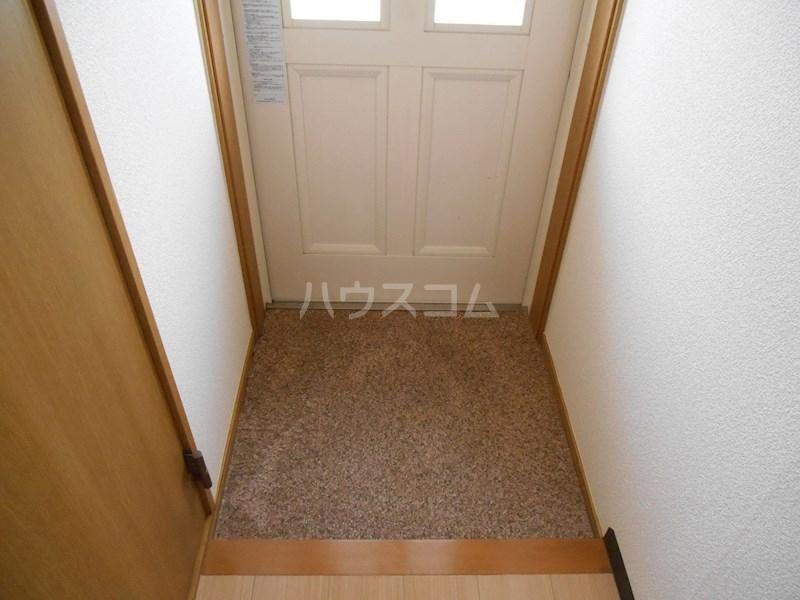 半田ビレッジ4号棟 201号室の玄関
