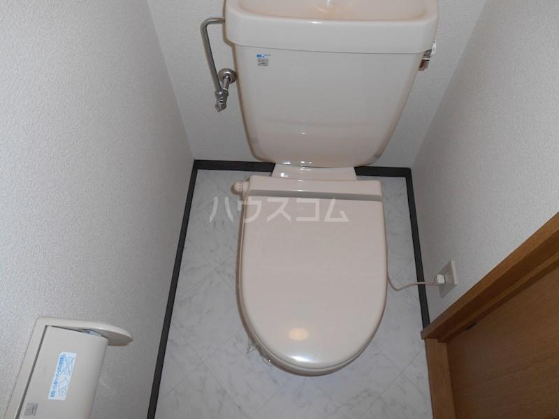 半田ビレッジ4号棟 201号室のトイレ