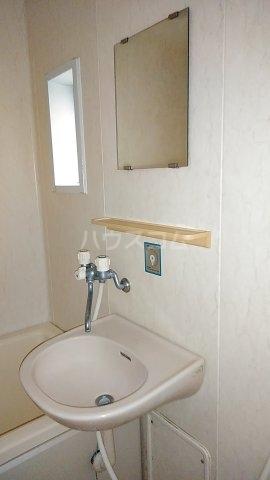 メゾンルミエール 201号室の洗面所
