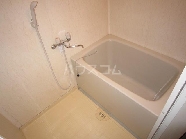 メゾンプレミール 201号室の風呂
