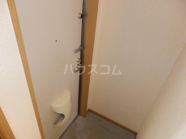 シャルモン・ナポールⅡ 205号室の玄関
