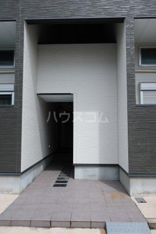 コンチェルト M 102号室のエントランス