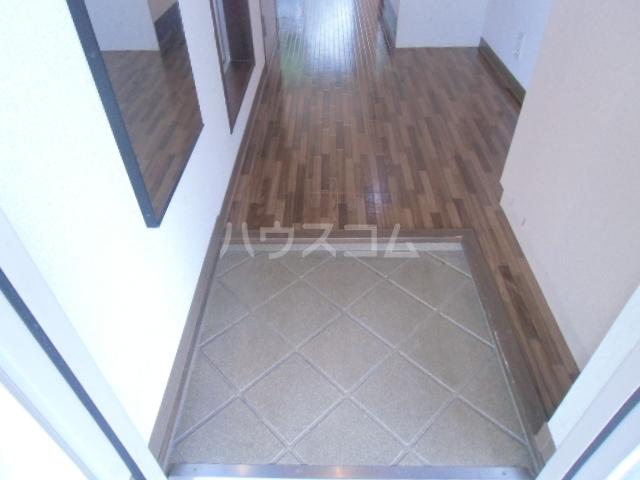 ヤーニングA 107号室の玄関