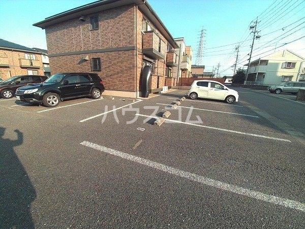 メゾン四季彩 B 102号室の駐車場