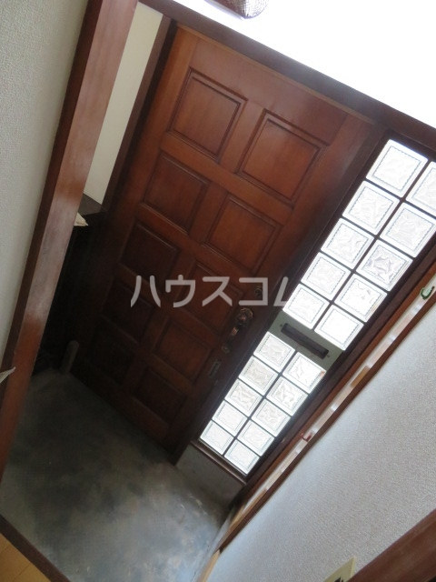 イサムハウス上本郷の玄関