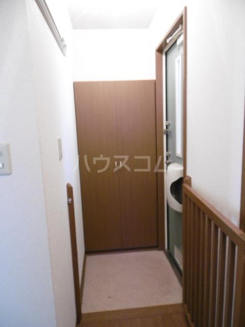 フローラルコート 201号室の玄関