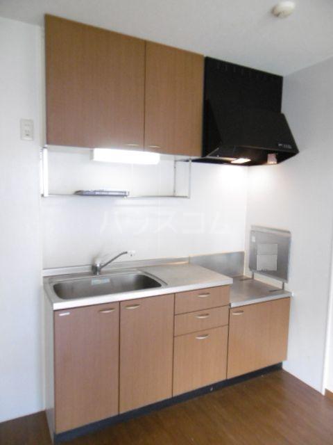 フローラルコート 201号室のキッチン
