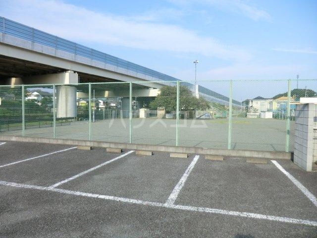 ファミールコート 201号室の駐車場
