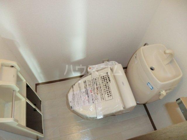 ファミールコート 201号室のトイレ