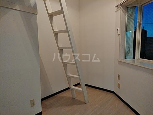 エイト砂川 205号室のリビング