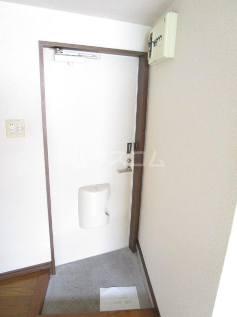スカイハイツ東元町 202号室の玄関