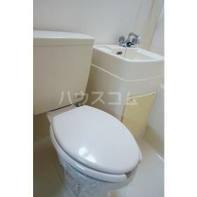 メゾネート5 201号室のトイレ