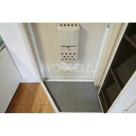 メゾネート5 201号室の玄関
