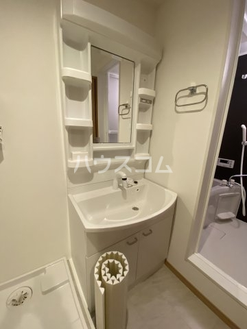 メゾン・ド・フォー・ユー 103号室の洗面所