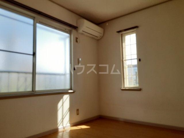 ラビアン8号館 201号室の居室