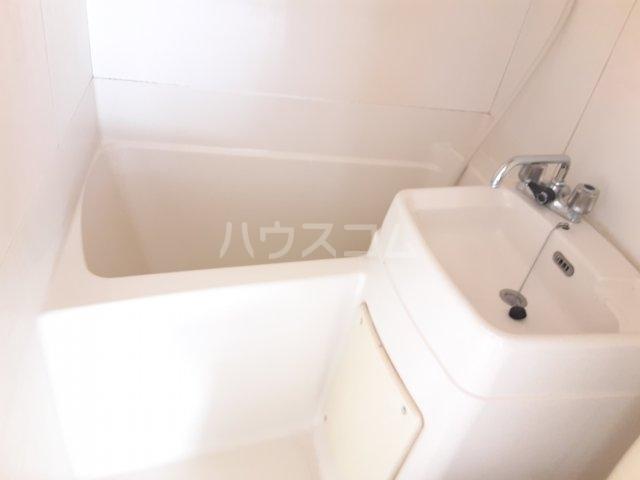 ラビアン8号館 201号室の風呂