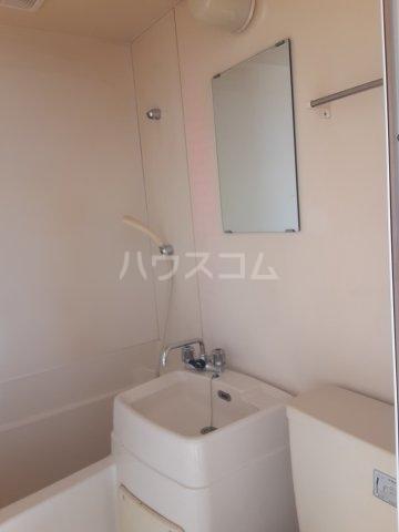ラビアン8号館 201号室の洗面所